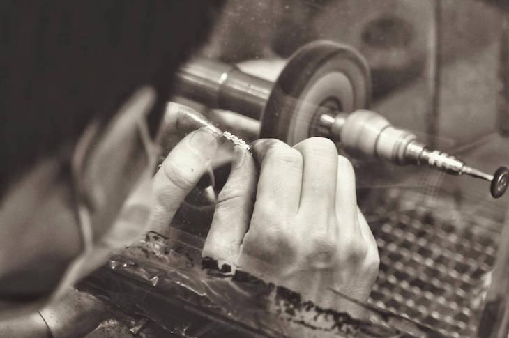 Técnicas de joyería artesanal moderna