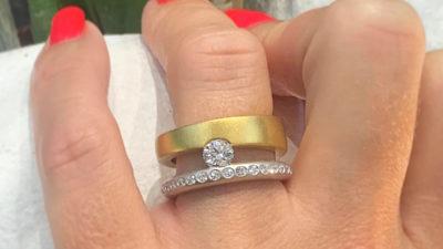 Dos anillos con diamantes talla brillante excepcionales