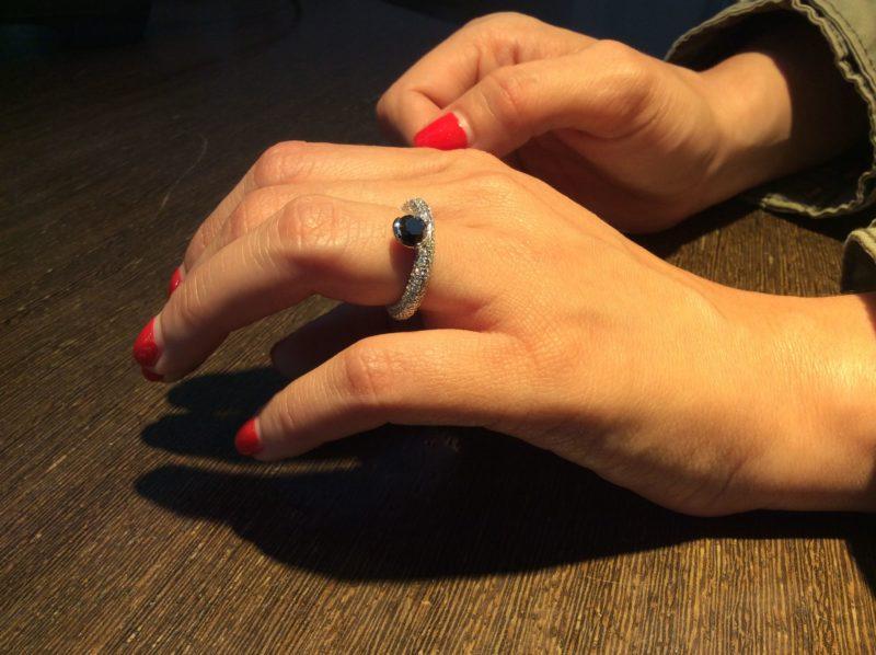 anillos de compromiso de diseño con diamante negro