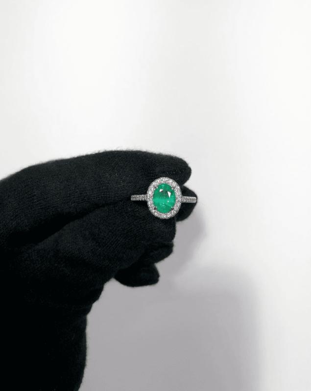 anillos de compromiso esmeralda