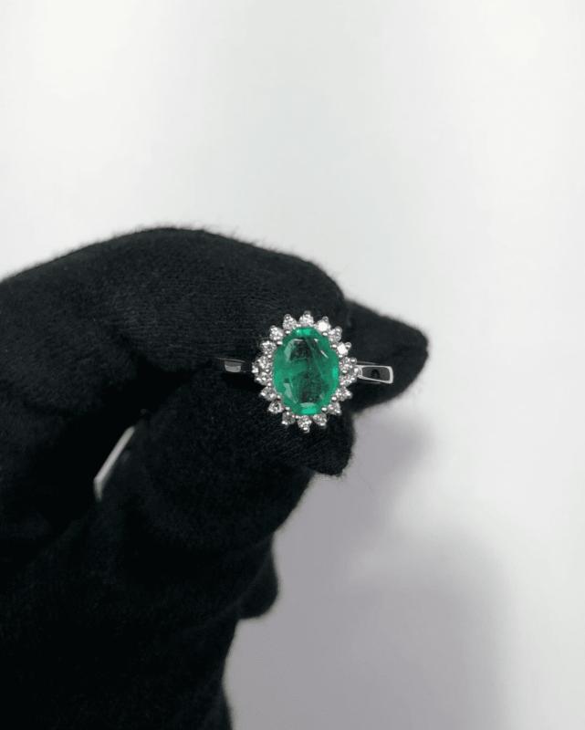 anillos de compromiso esmeralda y diamantes