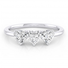 Anell de compromis en or blanc amb 3 diamants talla cor
