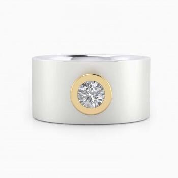 Anillo de diamante de oro blanco de 18k con montura de oro amarillo