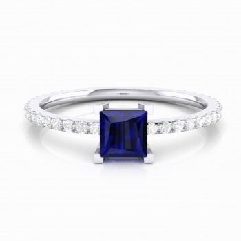 Anell amb Iolita blava talla princesa i diamants