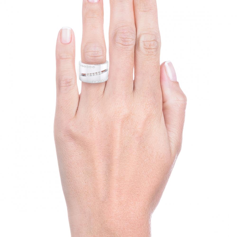Anillo de diamantes de oro blanco con 80 diamantes