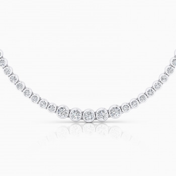 Collar d'or blanc amb 94 diamants en talla brillant.