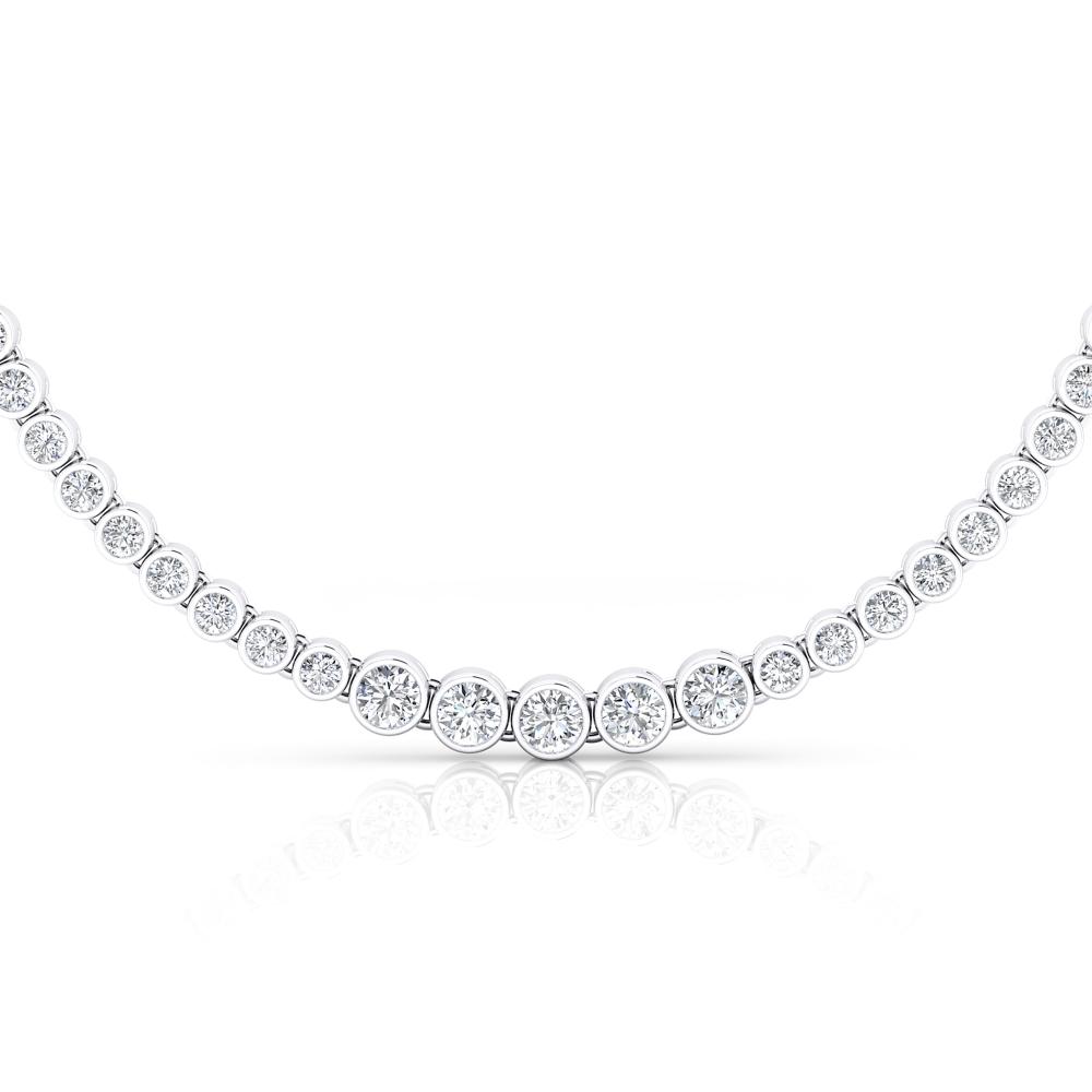 Collar d'or blanc amb 94 diamants en talla brillant.
