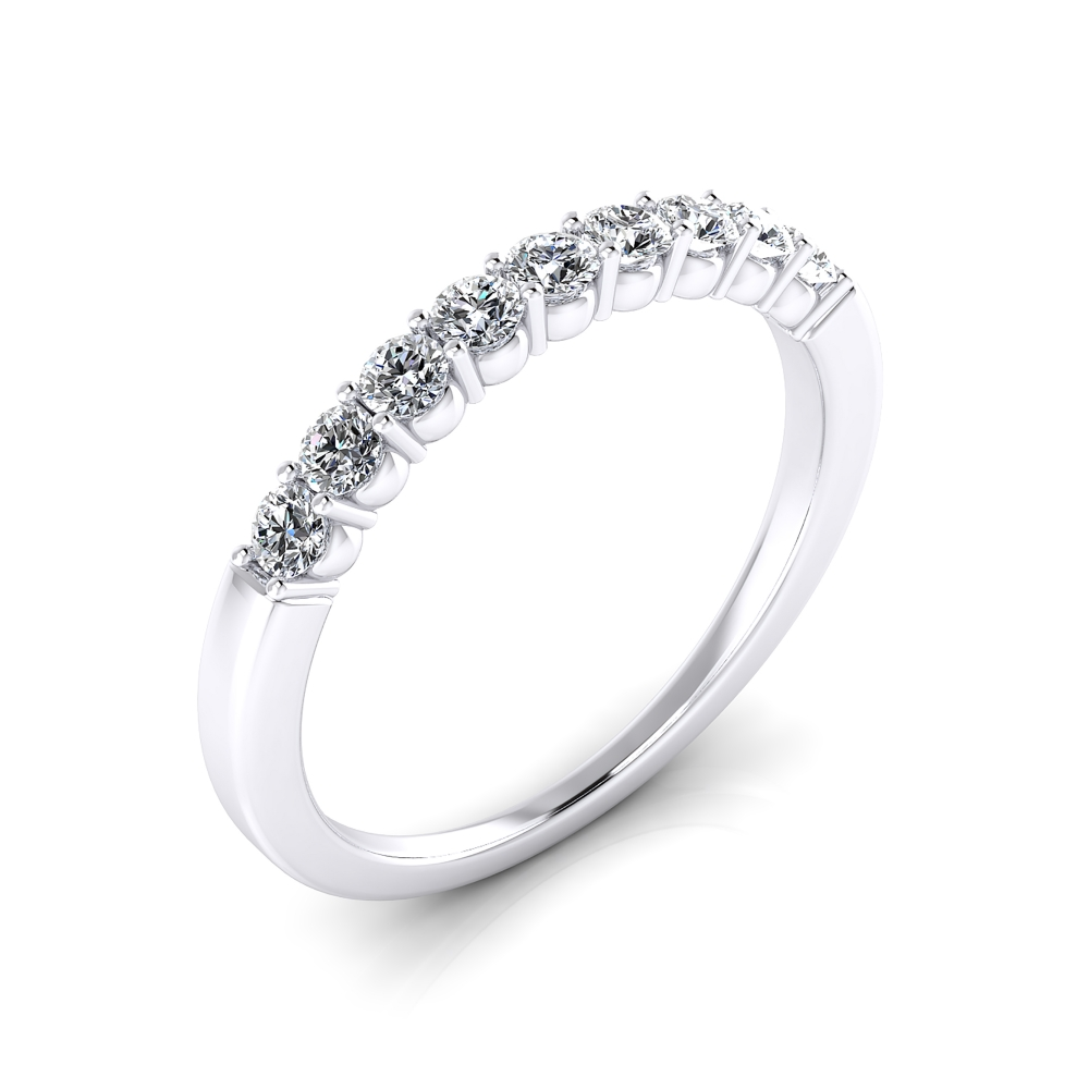 Lovely engagement ring made of 18K white gold