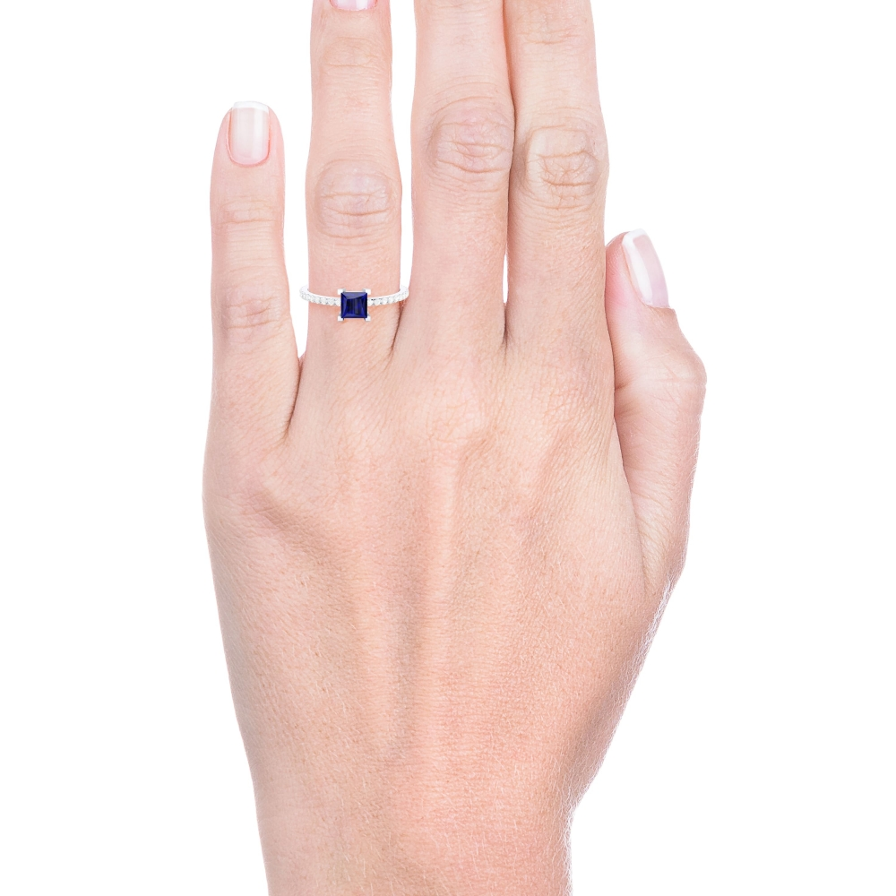 Engagement ring with blue iolite and diamonds