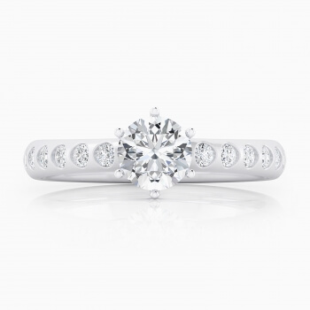 White gold solitaire ring, with 12 diamonds and a round cut shape diamond.
