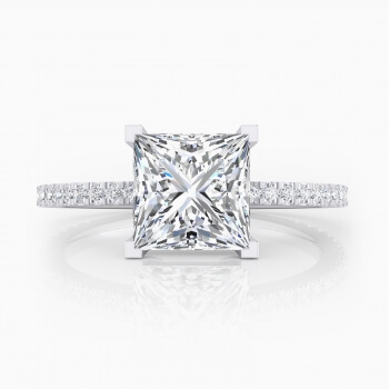 Solitaire engagement ring, 32 diamonds, with princess-cut central diamond
