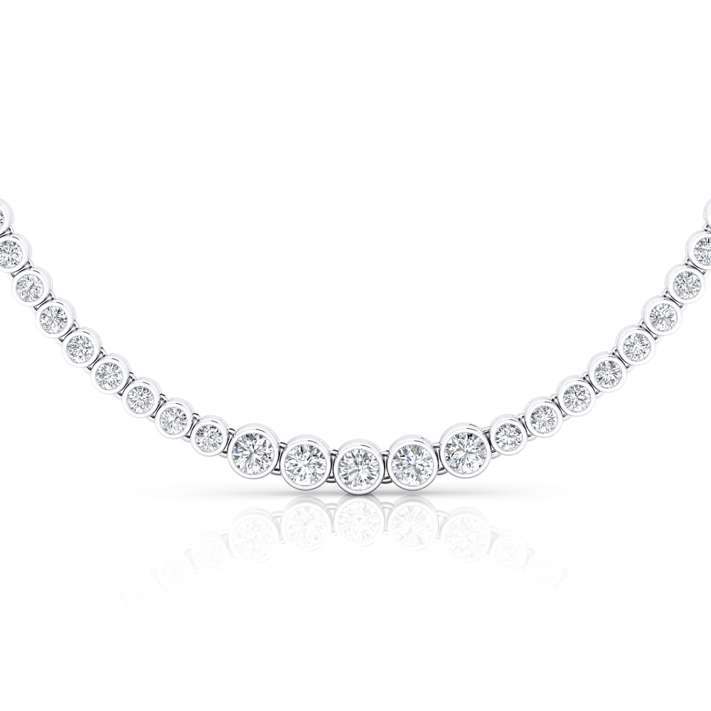 Necklace in white gold with 94 brilliant-cut diamonds.