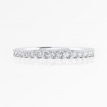 Sofisticada alianza de boda realizada en oro blanco de 18K