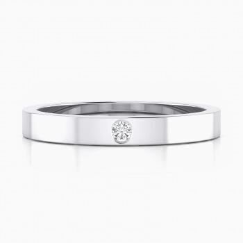 Alianza de boda con superficie plana y diamante central en talla brillante.