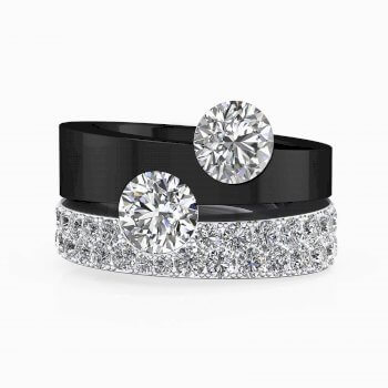 Anillo de compromiso de oro blanco y negro con diamantes y 2 diamantes centrales
