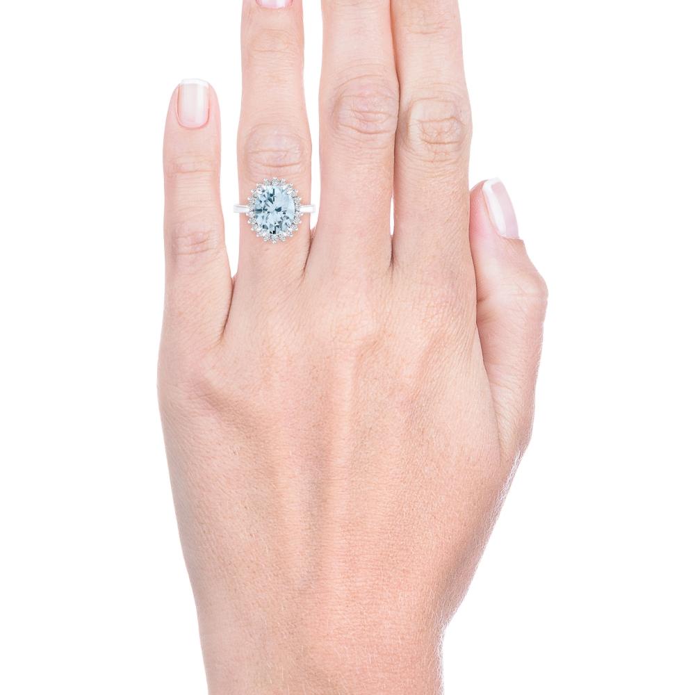 Anillo de oro blanco de 18kt con aguamarina y diamantes