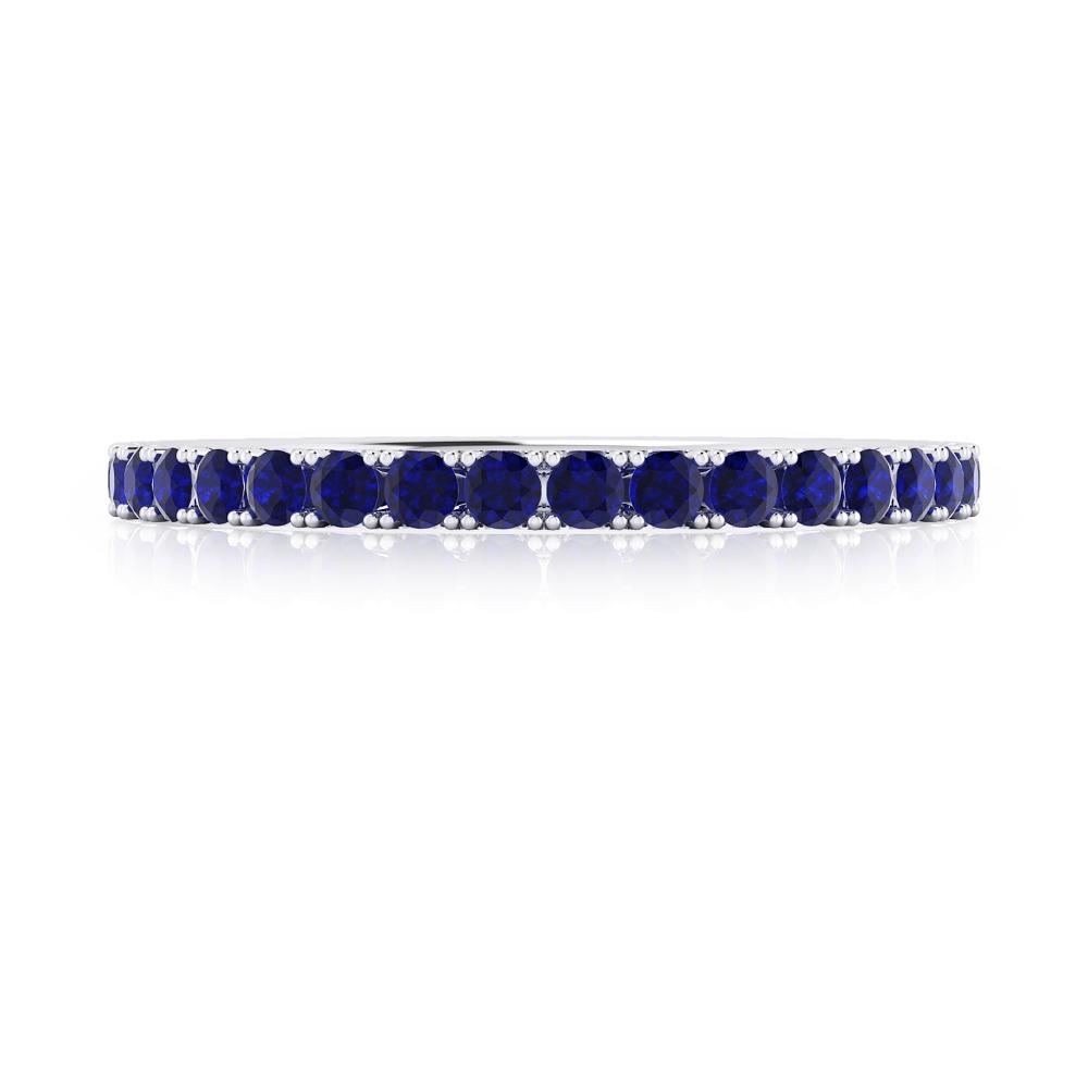 Anillo de zafiros azules realizado en oro blanco de 18K