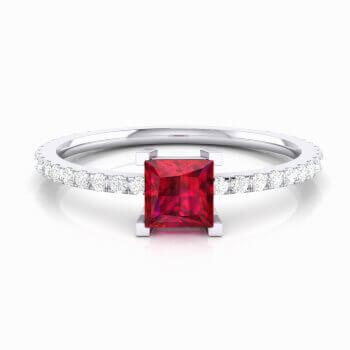 Anillo con Rubelita roja talla princesa y diamantes
