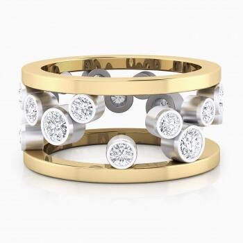 Anillo realizado en oro amarillo y oro blanco de 18k, con 17 diamantes talla brillante.