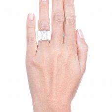 Anillo de diamantes de oro blanco de 18k con 14 diamantes