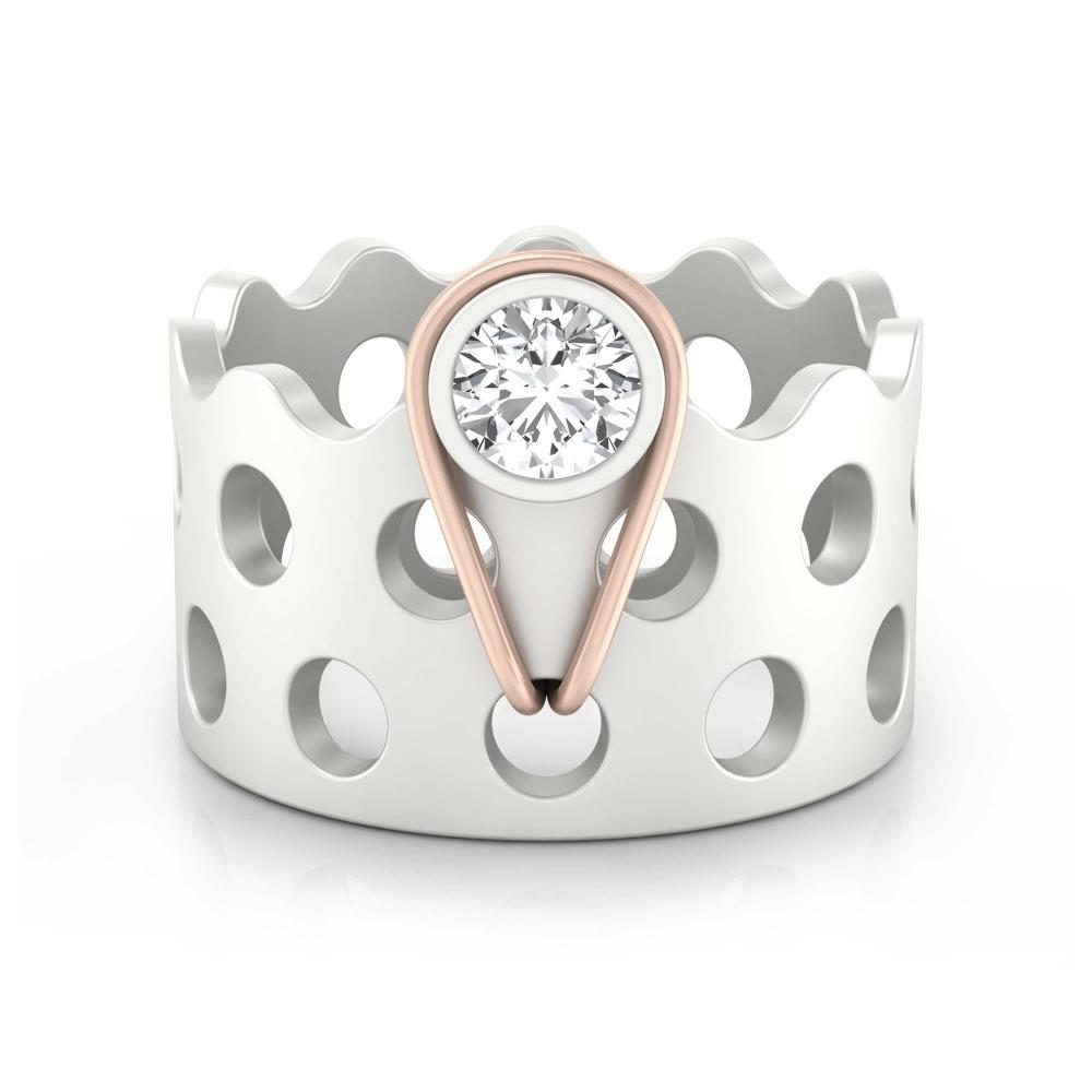anillo con un diamante en oro rojo y blanco