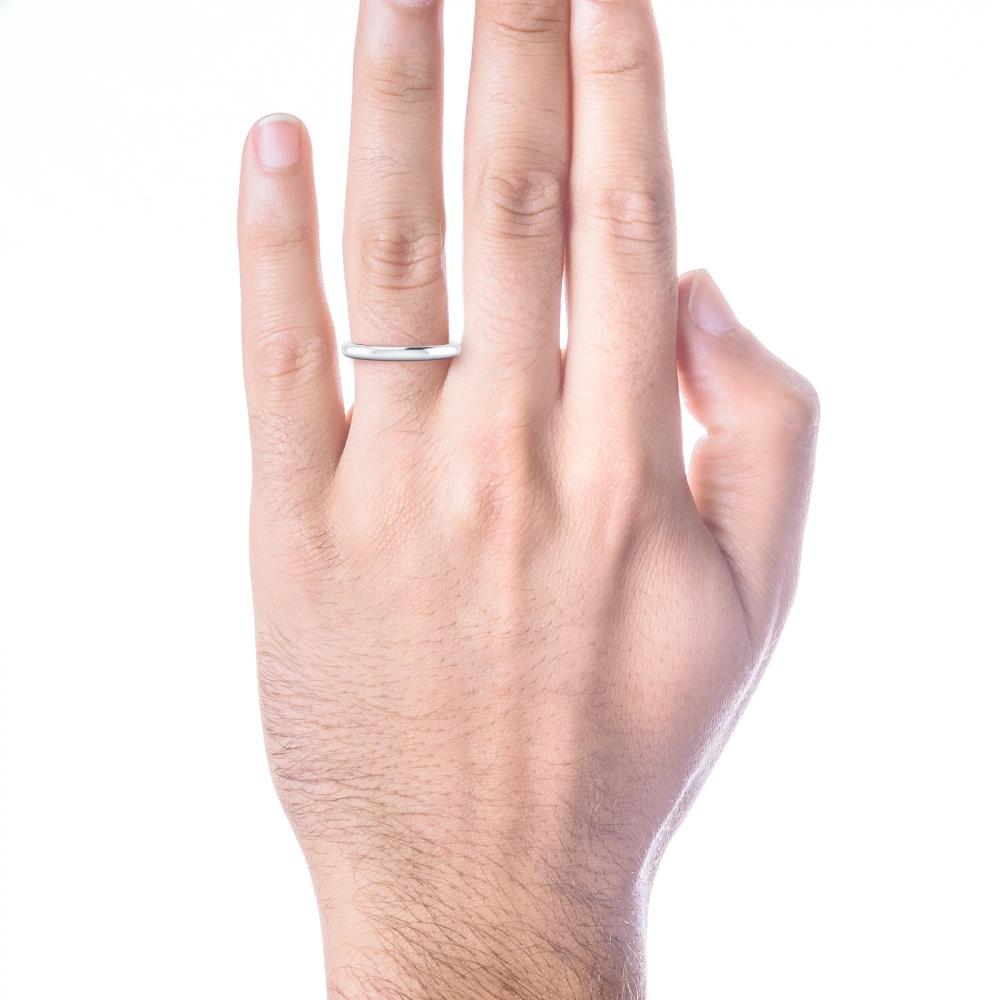 Alianza de boda clásica para hombre, en oro blanco, estilo media caña.