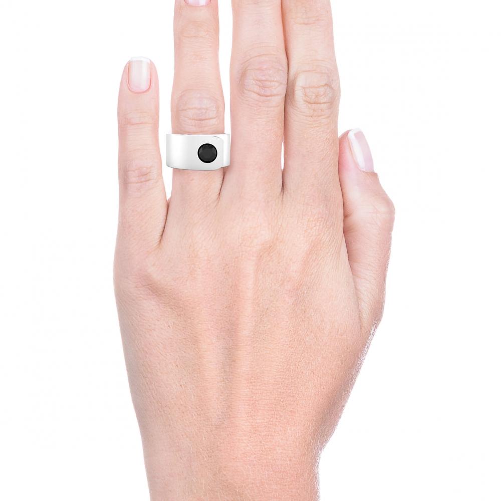 Anillo para hombre de oro de 18 k con 1 diamante negro.