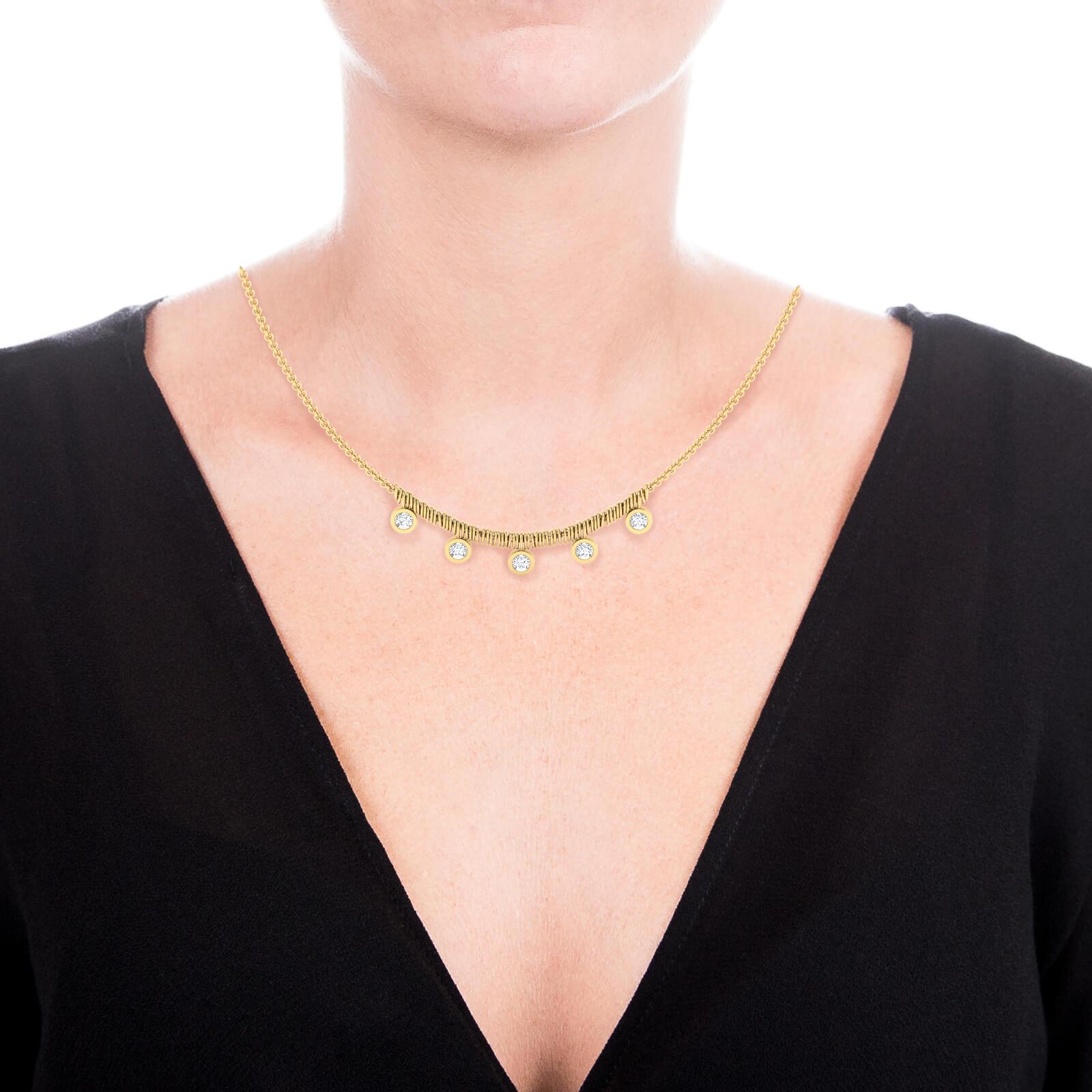 Collarets en or groc 18k amb 5 diamants